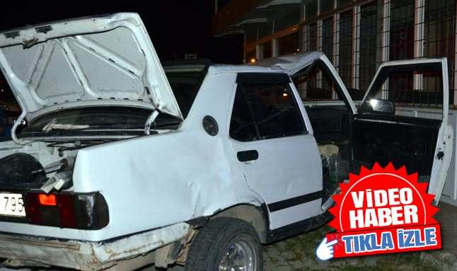 Antalya'da feci kaza! Baba oğul araca sıkıştı