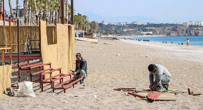Antalya sahilinde 'kontrollü normalleşme' telaşı
