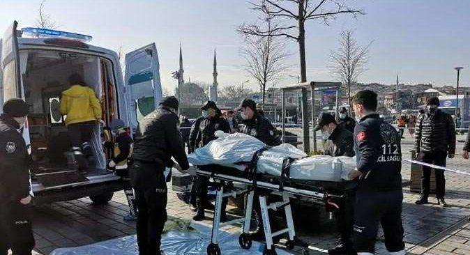 Üsküdar Meydanı'nda bir adam intihar etti