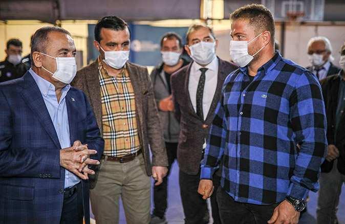 Başkan Böcek'ten 'manevi oğlum' dediği Balaban'a destek