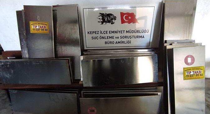 Antalya'da belediyeye ait krom kapaklarını çalan şüpheli tutuklandı
