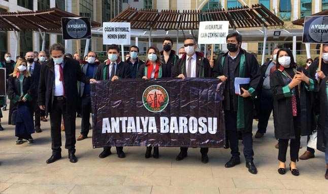 Antalya'da avukatlardan protesto...