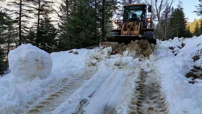 Antalya'da karla kapanan yollar açıldı
