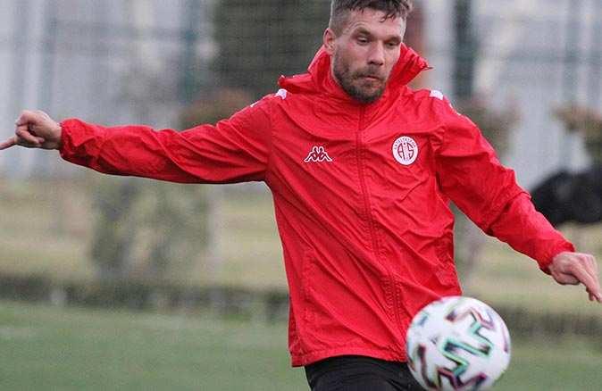 Antalyasporlu 4 futbolcu milli takımda