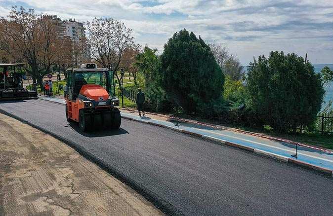 Muratpaşa Belediyesi'nden Eski Lara Caddesi'ne sıfır asfalt