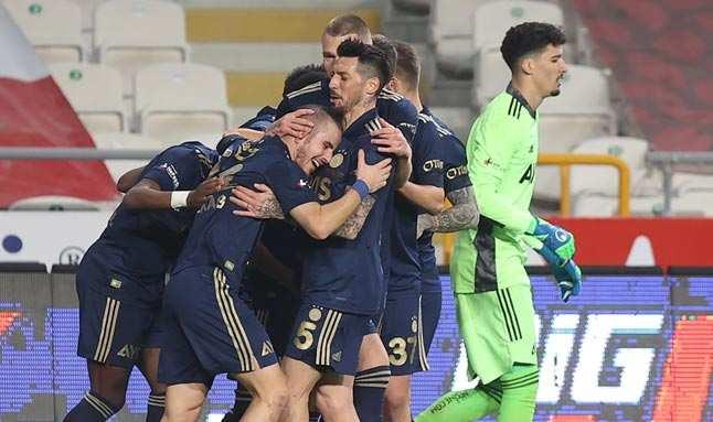 Konyaspor Fenerbahçe karşısında sessiz kaldı