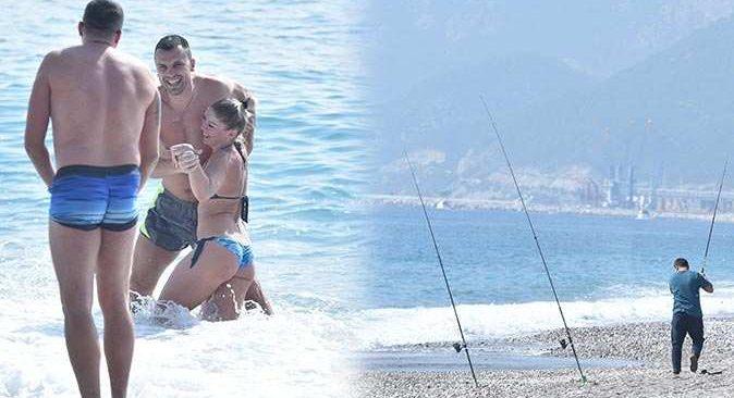 Fırtına uyarısı yapılan Antalya'da tatilciler denize girdi