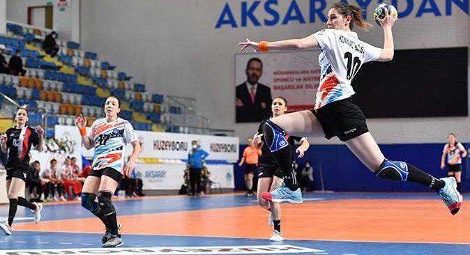 Konyaaltı Belediyesi Kadın Hentbol Takımı Aksaray'dan galibiyetle döndü