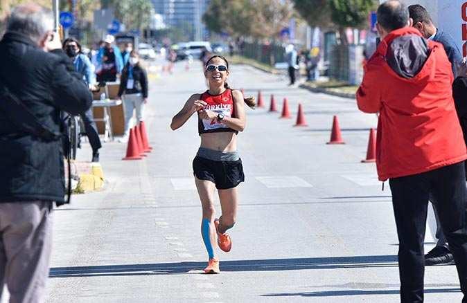 Milli sporcu Ayşe Tekdal olimpiyat kotası aldı