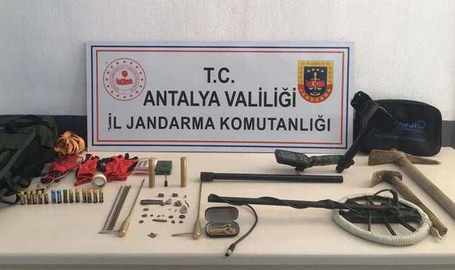Antalya'da Roma dönemine ait sikkeler ele geçirildi