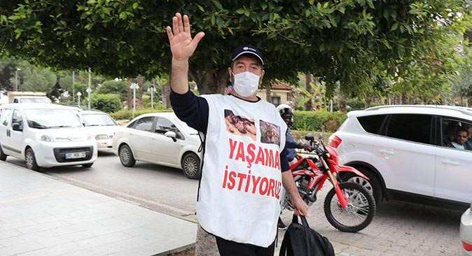 Mersin'den Alanya'ya şiddete uğramış sokak hayvanları için yürüdü! 'Yaşatmak için de bizim mücadelemiz devam edecek'