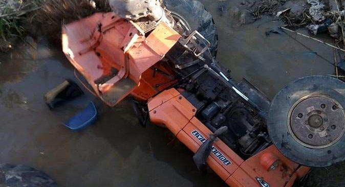 Traktör dereye uçtu! 17 yaşındaki sürücüsü hayatını kaybetti