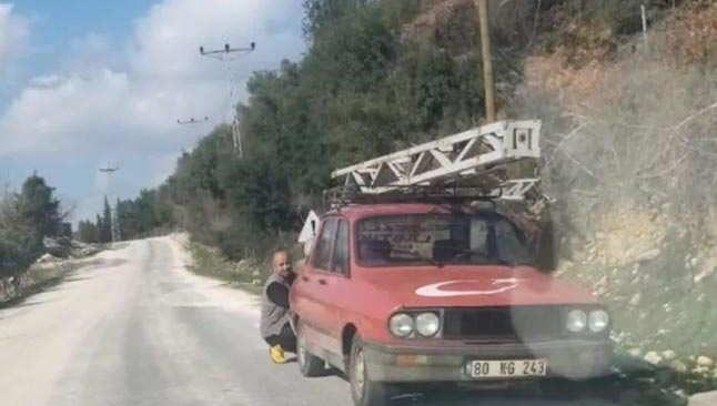 9 metrelik elektrik direğini çalmaya çalıştılar...