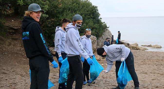 ABD'li bisikletlilerden Alanya'da sahil temizliği