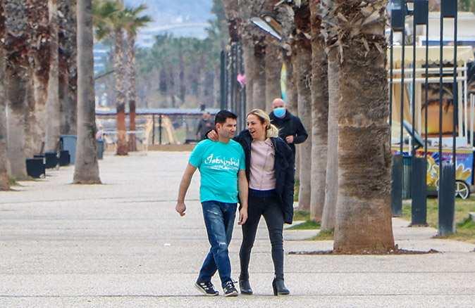 Antalya'da kısıtlamada maskesiz dolaştılar