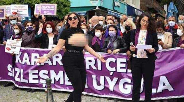 Antalya'da üstsüz protesto!