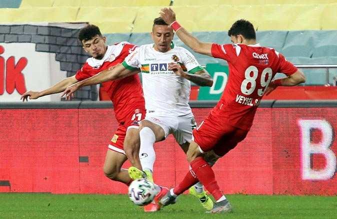 SON DAKİKA! Antalyaspor Alanyaspor'u yenerek kupada finale yükseldi