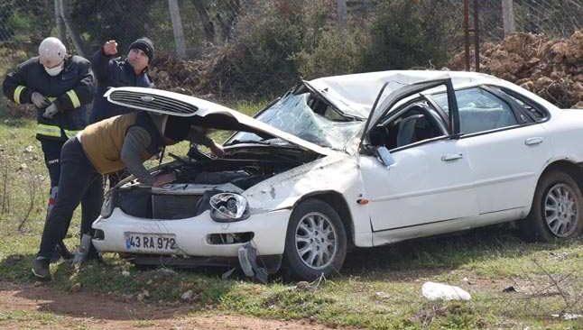 Antalya'da sürücü takla atan otomobile sıkıştı