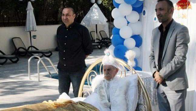 Aydemir Akbaş sünnet oldu