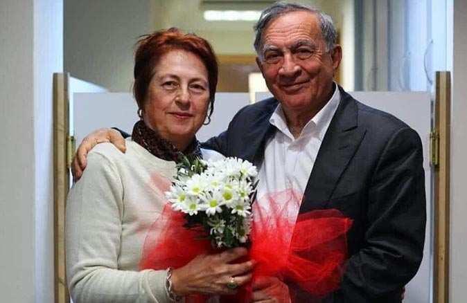 Seyhan Belediye Başkanı Akif Kemal Akay'ın eşi Nesrin Akay koronavirüse yenildi