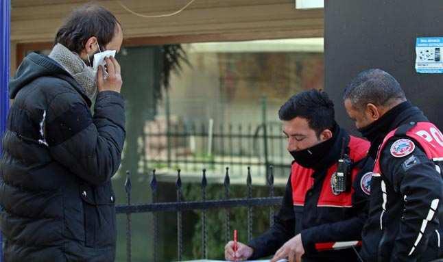 Antalya'da dayak yediğine gülen adamı bıçakladı