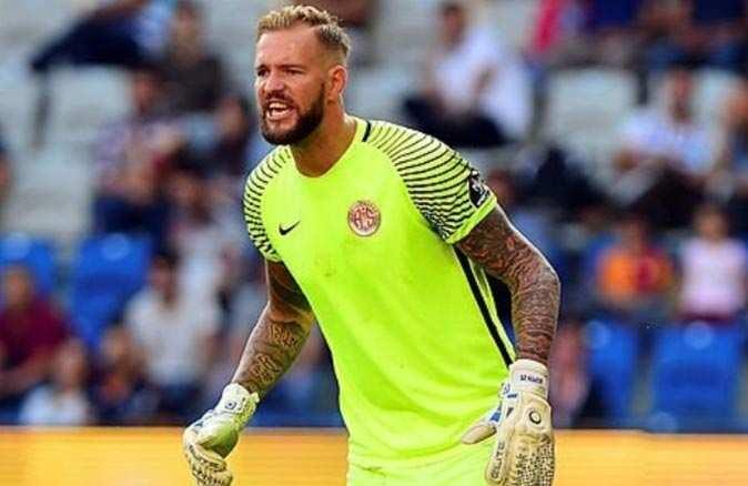 Antalyaspor'un tecrübeli kalecisi Ruud Boffin zirvede yer aldı
