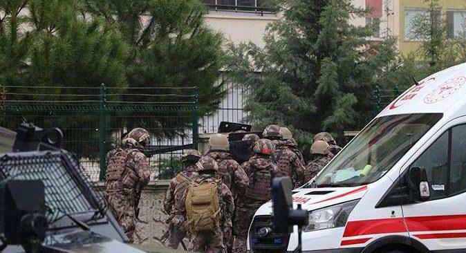 Diyarbakır'da saldırgan aileyi rehin aldı