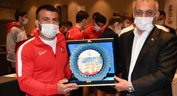 Vali Ersin Yazıcı'dan sporculara tam destek