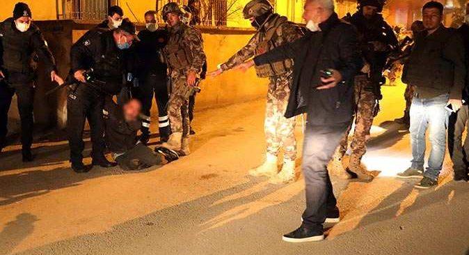 Gaziantep'te babasını darp edip kendisini eve kilitledi! Özel harekat ekipleri alarma geçti