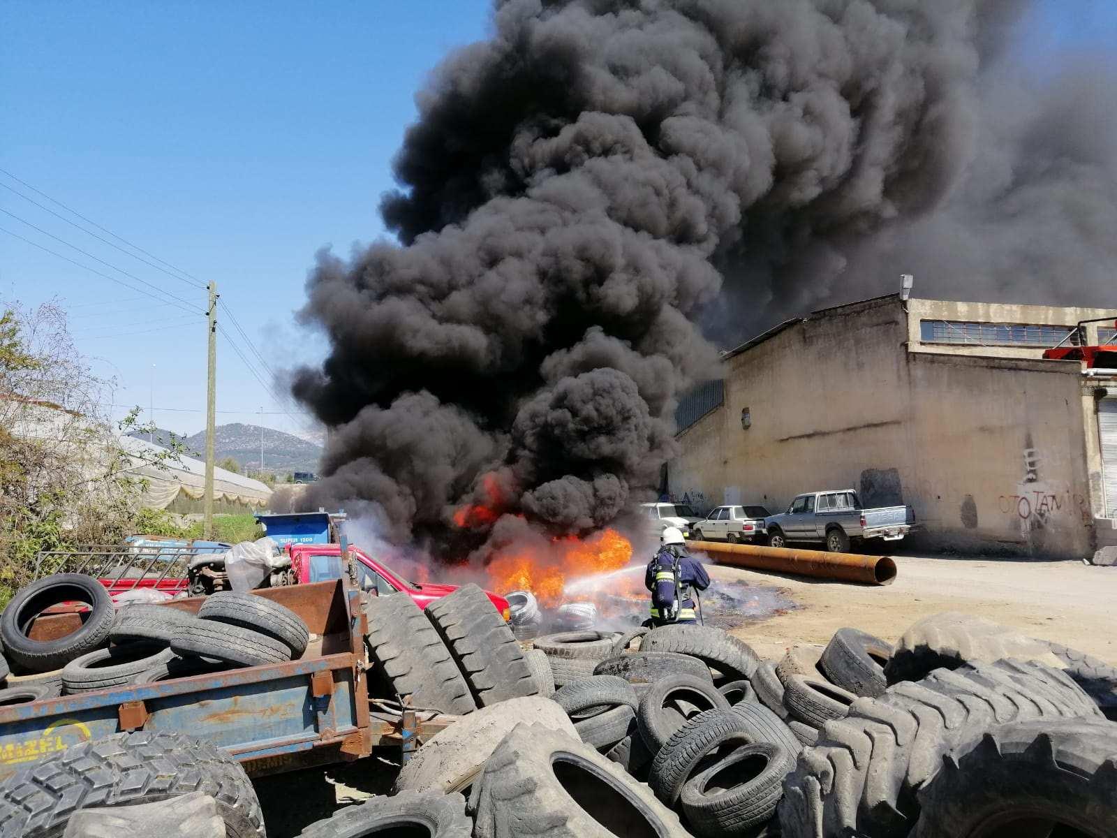 Antalya'da hurdalıkta yangın korkuttu