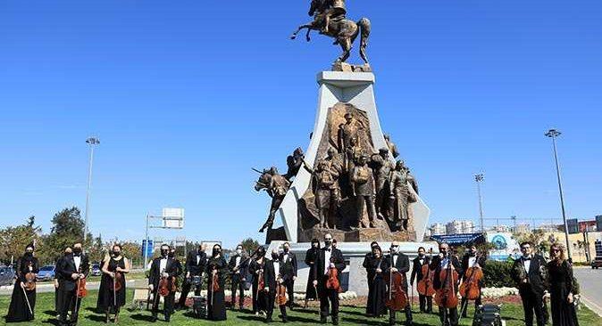 Antalyalılar 100'üncü yıl dönümünde 'Tek Nefes' İstiklal Marşı okudu