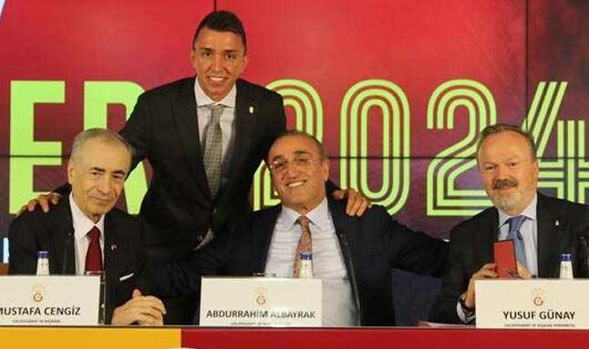 Son dakika! Galatasaray, Muslera'nın sözleşmesini uzattı