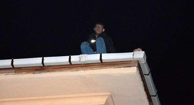 Antalya'da çatıya çıkarak intihar etmek istedi! Ekipler harekete geçti