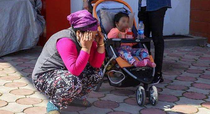 Antalya'da bu kadarı da 'pes' dedirtti! Ağlamaması için bebeğe verilen telefonu çaldılar