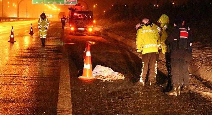 Bolu'da korkunç kaza! Otobüsten indirildi, kamyonun altında kaldı