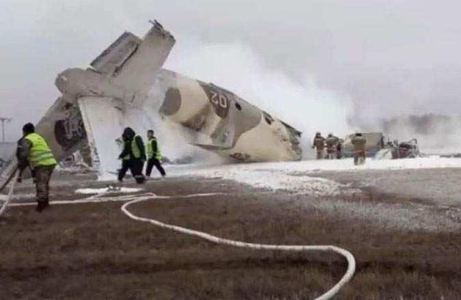 Kazakistan'da askeri uçak düştü! Ölü ve yaralılar var