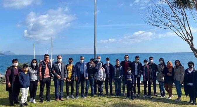 Kemer Belediye Başkanı Necati Topaloğlu çocukları ağırladı