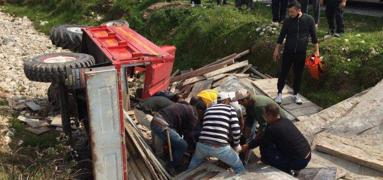 Kemer'de traktör kazası