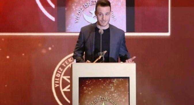 Kerem Bürsin'e ödül töreninde Bay J'nin 'Kerem Bey zor şartlarda çalışıyor' demesi üzerine salonu terk etti