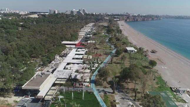 Konyaaltı sahilindeki işletmeler kısıtlamasız ilk cumartesi gününü bekliyor