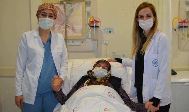 Antalya'da sürekli karnı ağrıyan kadından 20 kilogram kitle çıktı