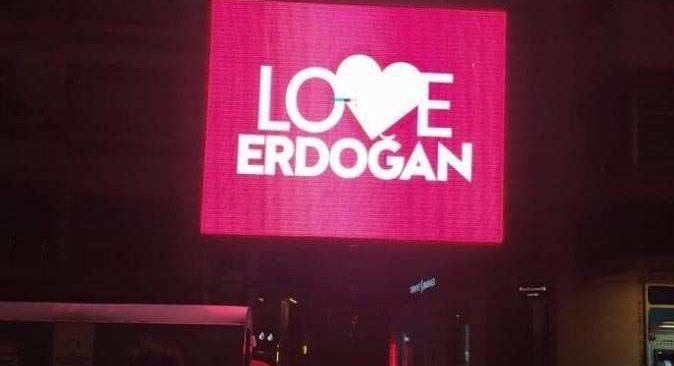 'Stop Erdoğan'a karşı 'Love Erdoğan'