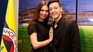 Amine Gülşe'den Mesut Özil'e destek paylaşımı