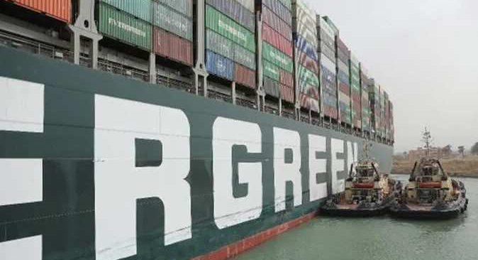 Süveyş Kanalı'nda sıkışan gemin hakkında kritik gelişme