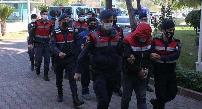 Antalya'da göçmenleri Avrupa'ya kaçırmaya çalışırken yakalandılar