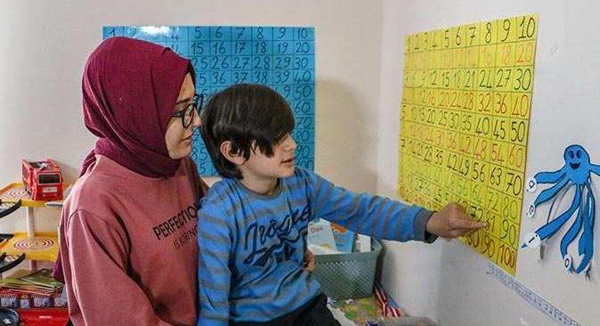 Otizmli Özgür'ün annesi isyan etti: Bizi evden çıkartmak için her şeyi yaptılar