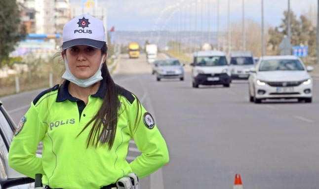 Türkiye'nin tek kadın radar polisi Antalya'da...