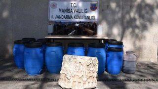 Sahte içki operasyonunda tarihi eser kaçakçıları yakayı ele verdi