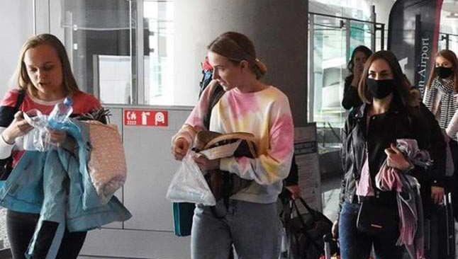 Rus turist kafilesini taşıyan ilk uçak Türkiye'ye indi