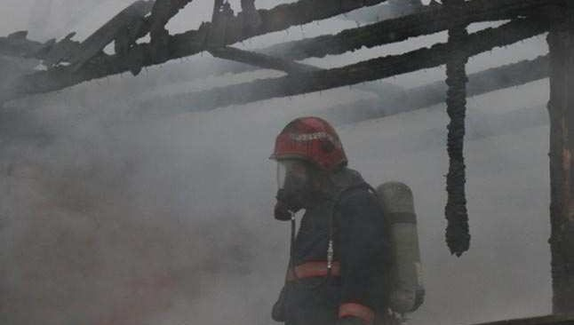 Bolivya'da askeri eğitim uçağı evin üzerine düştü